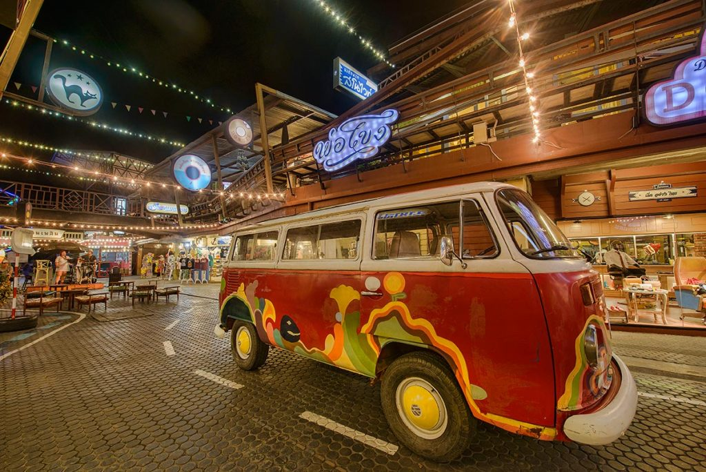 VW Bus at Plearn Wan Hua Hin